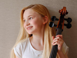 Sophie Kauer (cello)